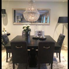 "Dette lekre hjemmet tilhøre vår kunde Sølvi Karlsen ""London"" spisebord helsort fra @classicliving #classicliving #home #londonspisebord #vakrehjem #spisestue #Diningtable #interior"