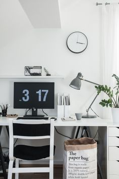 My simple monochrome workspace (Decordots)