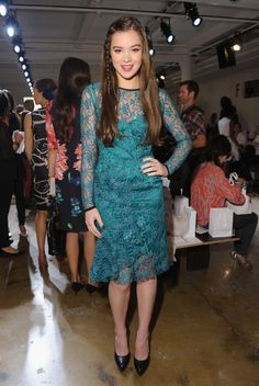 Hailee Steinfield wearing Peter Som at the Peter Som Spring 2013 show.