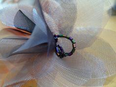 Biżuteria z materiału: kwiaty z organzy, które jako świetlista brosza albo delikatna ozdoba włosów przemienią najskromniejszą kreację w romantyczny unikat. Lady, Bracelets, Jewelry, Fashion, Moda, Jewlery, Jewerly, Fashion Styles, Schmuck