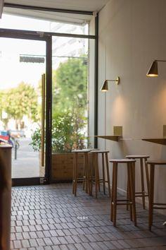 위커파크(wicker park) 드디어 다녀온 위커파크! 가봐야지..가봐야지 했는데 늘 사람이 많은것 같아서 ㅠㅠ... Cafe Shop Design, Cafe Interior Design, Interior Design Inspiration, Interior Architecture, Interior And Exterior, Cafe Restaurant, Restaurant Design, Coffee Shop Aesthetic, Cafe Concept