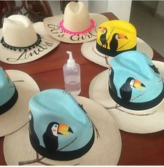 Sombrweo Painted Hats, Painted Clothes, Hand Painted, Magic Fingers, Drawing Bag, Hat Decoration, Greek Design, Fascinator Hairstyles, Millinery Hats