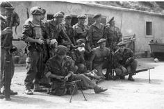 French commandos in Indochina. You can recognize Marine Commandos to their green berets which were still worn in the British way. Some of them later became US advisors and mentored LRRPs, Navy seals and green berets teams operating in Vietnam. Pin by Paolo Marzioli