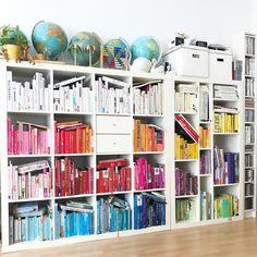 Wie sortiere ich meine Bücher nach Farben? - Anna Sterntaler #buecherregal #regenbogenregal #rainbowshelf