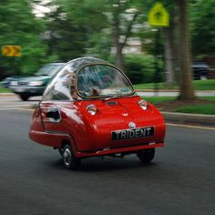 Peel Trident Microcar - I can see me driving it around Memphis, TN in rush hour traffic.. well maybe not!