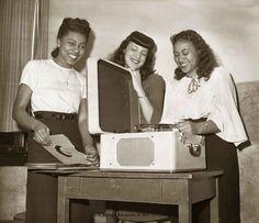 1940s black fashion -in-1947 - Teenie Harris