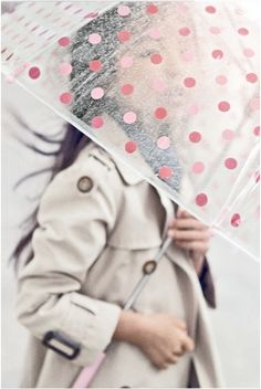 Polka dot umbrella and trench coat - cute Rainy day outfit Clear Umbrella, Under My Umbrella, Bubble Umbrella, Transparent Umbrella, Rain Umbrella, Cute Umbrellas, Umbrellas Parasols, Look Fashion, Kids Fashion