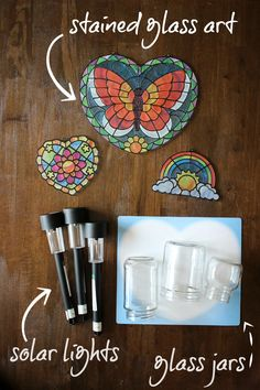 Gifts Kids Can Make - Stained Glass Solar Lights: The results were these beautiful stained glass solar lights and table lanterns. Some of them look great on our walkway and front stoop and the larger ones make perfect centerpieces and look great sitting o Canning Jar Lights, Ball Canning Jars, Mason Jar Light Fixture, Mason Jar Lighting, Solar Light Crafts, Solar Lights, Solar Led, Making Stained Glass, Stained Glass Art