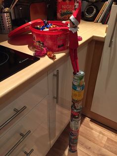 More Than 42 Hilarious Elf On The Shelf Ideas To Cherish The Sweet ideas divertidas de elf on the shelf para acariciar el dulce hilarious elf on the shelf ideen, um die süße zu schätzen esilarante elfo sulla mensola idee per amare il dolce Xmas Elf, Kids Christmas, Christmas Lights, Christmas Carol, Christmas Greetings, Christmas Humor, Christmas Holiday, Christmas Trees, Christmas Stockings