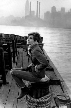 Audrey Hepburn, this photo is fantastic!