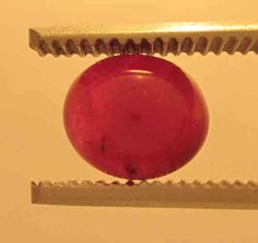 Ruby Cabochon Red oval, Origin Viet Nam: 3,70 ct, 9 x 8 x 5mm - www.kn-jewellery.com