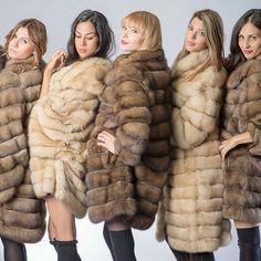 Sable Fur Coat, Mink Fur, Fur Coat Fashion, Fur Clothing, Classy Girl, Furry Girls, White Fur, Fox Fur, Fur Jacket
