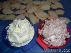 Výborný krém na slepování vánočního cukroví, který vydrží. Christmas Sweets, Christmas Baking, Czech Desserts, Czech Recipes, Holiday Cookies, Desert Recipes, Food Hacks, Nutella, Icing
