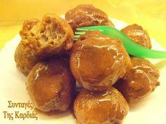 Λουκουμάδες μήλου - apple donuts Group Meals, Greek Recipes, Pretzel Bites, Doughnuts, Bon Appetit, Deserts, Good Food, Bread, Breakfast
