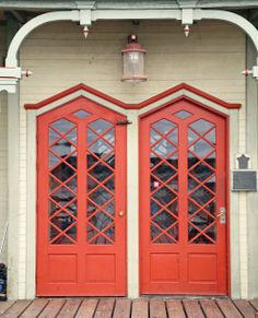 Kuin taideteoksia, vanhat uniikit pariovet Löydä meiltä omasi: www.metsankylannavetta.fi Doorway, Knock Knock, Red Doors, Hardware, The Incredibles, Windows, Mirror, Gates, Beautiful