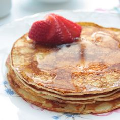 Cream Cheese Pancakes (low carb and gluten free) - ibreatheimhungry.com