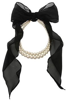 Bow tie catch double-pearl necklace.
