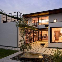 House with the bath of bird : Casas modernas por Sakurayama-Architect-Design