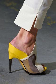 Phillip Lim at New York Fashion Week Spring 2015 - Details Runway Photos Fashion Details, Look Fashion, Fashion Pants, Fashion Shoes, Sleeves Designs For Dresses, Zapatos Shoes, Phillip Lim, Beautiful Shoes, Designer Shoes