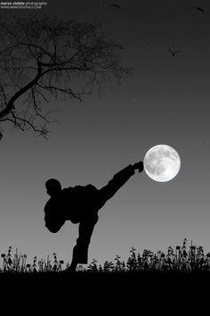 karate kicking moon, ♂ World martial art black and white photography Taekwondo by Marco Ciofalo Digispace Kung Fu, Muay Thai, Jiu Jitsu, Viet Vo Dao, Arte Ninja, Poses References, Art Japonais, Hapkido, Martial Artists