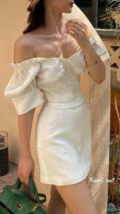Romantic Outfit, Elegant Outfit, Sassy Girl, Kendall Jenner Style, Parisian Style, Feminine Style, Timeless Fashion, Fashion Art, Celebrity Style