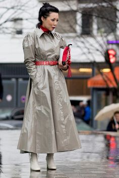Feminine Raincoat - 60 Outfit Ideas From Paris Fashion Week's Street Style - Photos Over 50 Womens Fashion, Girl Fashion, Fashion Show, Paris Fashion, Street Fashion, Fashion Dresses, Red Raincoat, Long Raincoat, Plastic Raincoat