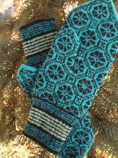 Finely Knitted Estonian Mittens in Blue /Black by NordicMittens