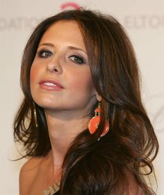 Sarah Michelle Gellar - Actually looks really great as a brunette! I just love her nose!