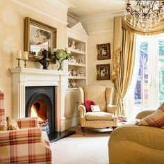 Traditional living room pictures and photos for your next decorating project. Find inspiration from of beautiful living room images Cream Living Rooms, Living Room Accents, Home And Living, Living Room Decor, Style At Home, Country Style Homes, Edwardian Haus, Victorian, 25 Beautiful Homes