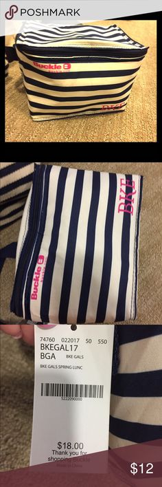 New with tag makeup bag Brand new with tags makeup bag from buckle BKE Bags Cosmetic Bags & Cases