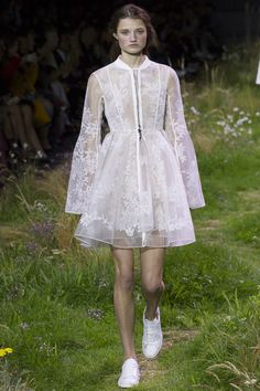 Moncler Gamme Rouge Spring 2016 Ready-to-Wear Fashion Show