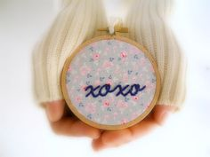 xoxo embroidery hoop Hugs and kisses love par HoopsyDaisies sur Etsy, $22.00