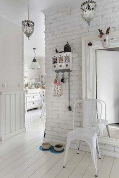 Dom w bieli i drewnie