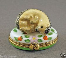 NEW HAND PAINTED FRENCH LIMOGES BOX CUTE HEDGEHOG RESTING ON STRAWBERRY BOX