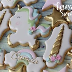 Unicorns and Rainbows 🌈🦄✨ Unicorn and rainbow cutters can be found at . Sweet Cookies, Sugar Cookies, Sweet Treats, Cake Toronto, Cookie Designs, Cookie Ideas, Unicorn Cookies, Cupcakes, Unicorn Party