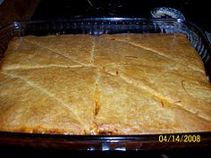 sloppy joe squares for erin Beef Casserole Recipes, Beef Recipes, Snack Recipes, Cooking Recipes, Dinner Recipes, Good Food, Yummy Food, Incredible Recipes, Glass Baking Dish