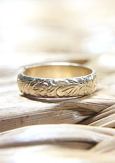 14K Gold Vintage Engraved Wedding Band Eco