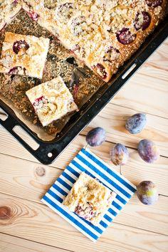 Loupáčky, pečené koblihy a voňavý švestkový koláč s marcipánovou drobenkou. Potřebujete snad znát další argumenty, proč se s námi pustit do pečení? Pochybujeme!