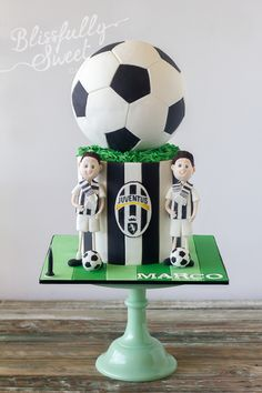 Jessica Harris Cake Design cupcakes for boys) Sport Cakes, Soccer Cakes, Sports Themed Cakes, Sweet Sixteen Cakes, Football Cookies, Royal Cakes, Cupcakes For Boys, Birthday Cakes For Men, Cake Birthday