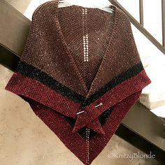Outlander Claire Rent Shawl Triangle Tweed by KnitzyBlonde on Etsy Shawl Patterns, Crochet Patterns, Knitting Needles, Hand Knitting, Vogue Knitting, Outlander Knitting Patterns, Tweed, Knit Picks, Knitted Shawls