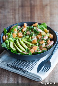 Salat mit Melone, Garnelen, Avocado und Koriander - Food for Love - Salades - Clean Eating, Healthy Eating, Vegetarian Recipes, Healthy Recipes, Vegetarian Lunch, Paleo, Keto, Salad Bar, Atkins