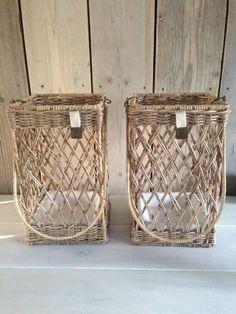 Riviera Maison Paper Basket, Basket Bag, Willow Weaving, Basket Weaving, Baskets On Wall, Hanging Baskets, Rivera Maison, Newspaper Crafts, Rattan Basket