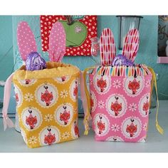 Cute little bunny baskets made with Andrea Muller's Vintage Kitchen fabric line #iloverileyblake #fabricismyfun