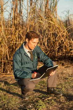Matthew McConaughey in True detective.never used to be into him, but this show has converted me HARDCORE: True Detective Rust, True Detective Season 1, Detective Aesthetic, Series Movies, Tv Series, Movie Characters, Kino Film, Series Premiere, Just Dream