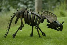 This is one of many dinosaur sculptures created by Mike Urban.    Made entirely from scrap metal, I think they would make a great feature in an outdoor area.    What do you think of his work?