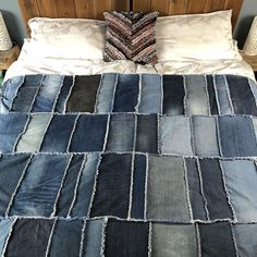 DIY Denim Rag Quilt, transform your old denim jeans into a beautiful denim quilt. Learn how to make a rag quilt. Making a rag quilt is a great use of jeans. Denim Quilts, Denim Quilt Patterns, Blue Jean Quilts, Patchwork Jeans, Bag Patterns, Jean Crafts, Denim Crafts, Upcycled Crafts, Old Pillows