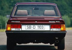 Peugeot 505 pictures - Free greatest gallery of Peugeot 505 pictures for your desktop. HD wallpaper for backgrounds Peugeot 505 car tuning Peugeot 505 and concept car Peugeot 505 wallpapers. 505 Peugeot, Psa Peugeot Citroen, Retro Cars, Vintage Cars, Peugeot France, Automobile, Classy Cars, All Cars, Concept Cars