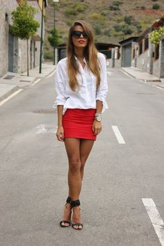 Discover and organize outfit ideas for your clothes. Decide your daily outfit with your wardrobe clothes, and discover the most inspiring personal style Red Skirts, Mini Skirts, Short Skirts, Red Mini Skirt, Looks Style, My Style, Simple Style, Look Fashion, Womens Fashion