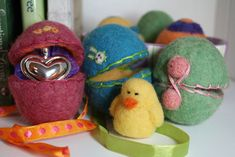 Wet Felting Easter Eggs | Free Felting Pattern & Tutorial | Living Felt I wish i had thought of the pantyhouse shortcut because we did this tonight and they seemed to take forever! next year for sure pantyhose+ washer