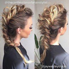 Peinado Faux Mohawk, Faux Hawk Braid, Braided Mohawk Hairstyles, Mohawk Braid Updo, Short Hair Updo, Long Hair Mohawk, Rocker Hairstyles, Short Hair Styles, Messy Braids
